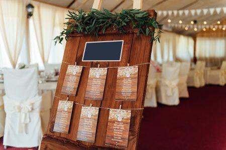 Plan de table élégant d'un mariage champêtre